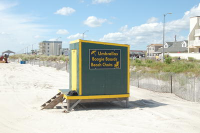 picture of the sea isle city nj beach umbrella rental stand on the beach